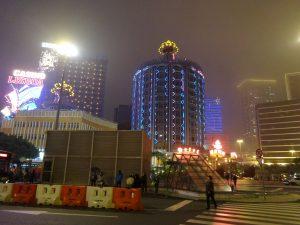 電飾ギラギラのホテル