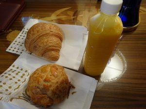 パンとマンゴージュース