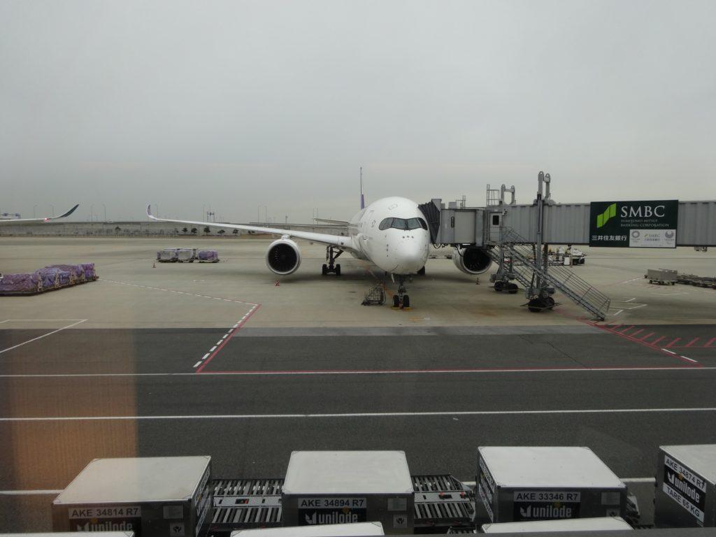タイ国際航空ラウンジの窓から見える飛行機