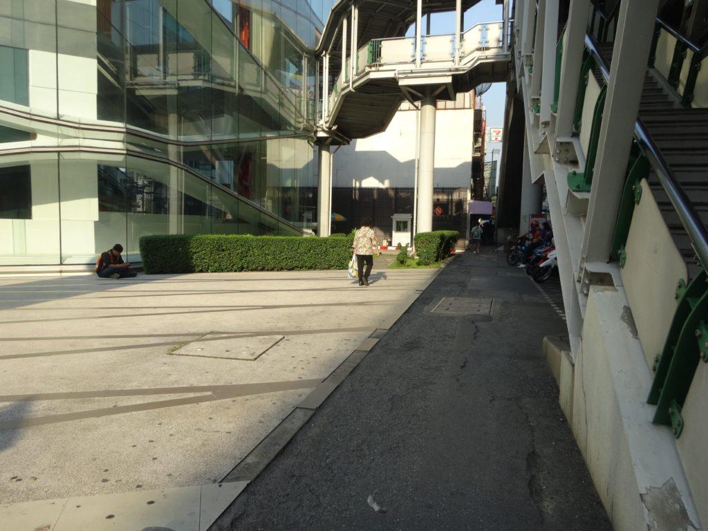 エカマイ駅